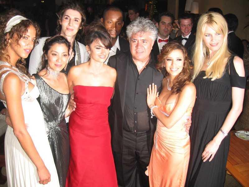(Clôture: Noémie Lenoir, Carmen Maura, Pénélope Cruz, Pédro Almodovar et Claudia Schiffer) Photos Hugo Mayer.