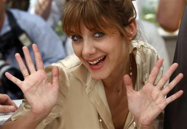 MELANIE LAURENT Maitresse de cérémonie Cannes 2011