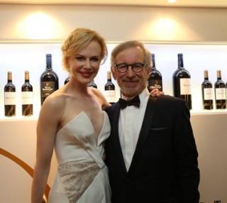 Kidman, Spielberg 5ème édition de Mouton Cadet Wine Bar de Baron Philippe de Rothschild, fournisseur officiel du Festival de Cannes.
