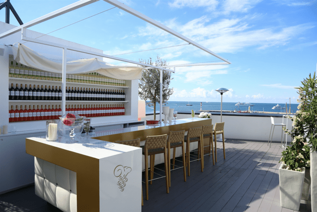 5ème édition de Mouton Cadet Wine Bar de Baron Philippe de Rothschild, fournisseur officiel du Festival de Cannes.