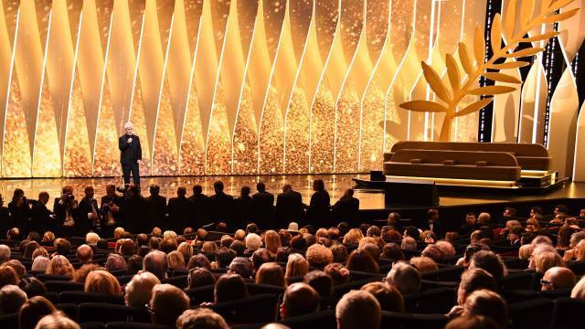 Le jury présidé par Pedro Almodovar a remis la Palme d'or au film suédois The Square, de Ruben Östlund. Le Grand Prix revient au Français Robin Campillo pour 120 battements par minute et un prix spécial du 70e anniversaire a été remis à l'actrice Nicole Kidman.